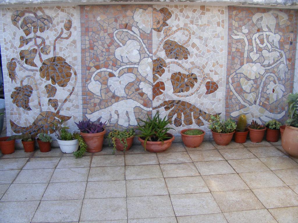 Мозаичная стена своими руками