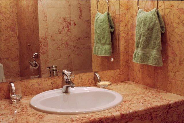 Применение мрамора и гранита в ванной комнате