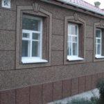 otdelka-fasada-mramornoj-kroshkoj_0