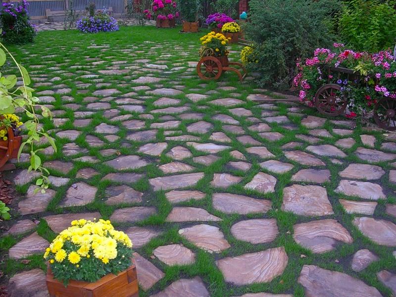 Из чего создаются садовые дорожки?